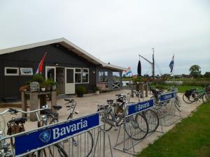 <p>Restaurant Uit&Meer gelegen op het fortterrein met uitzicht over de Vecht</p>